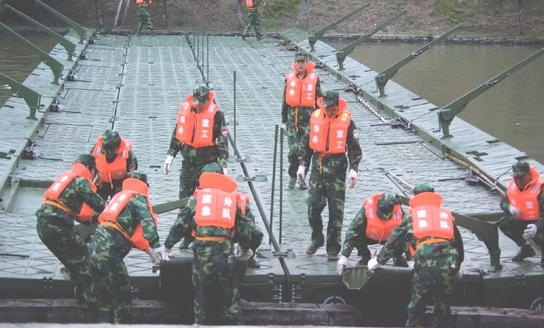 Single Heavy Ribbon Military Pontoon Floating Bridge For Tank, Artillery Transportation